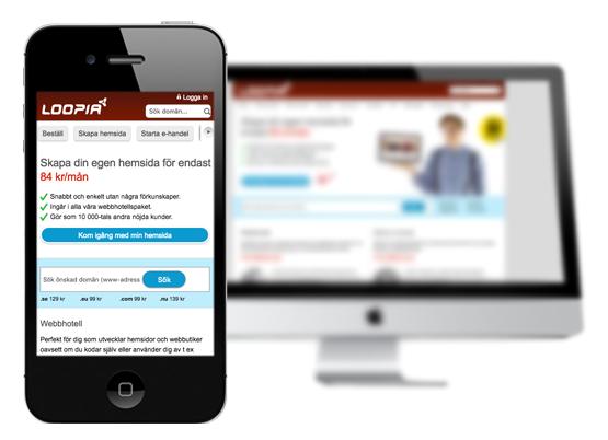 Bild på en mobil som lyfts fram och påvisar vikten av att använda tankesättet Mobile first.