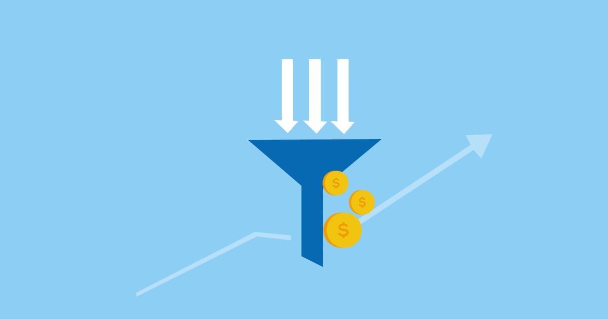 En tratt med mynt som illustrerar hur hastigheten i din e-handel kan generera en ökad försäljning.