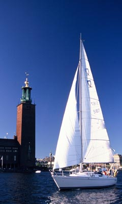 Bild på en segelbåt utanför Stockholm.