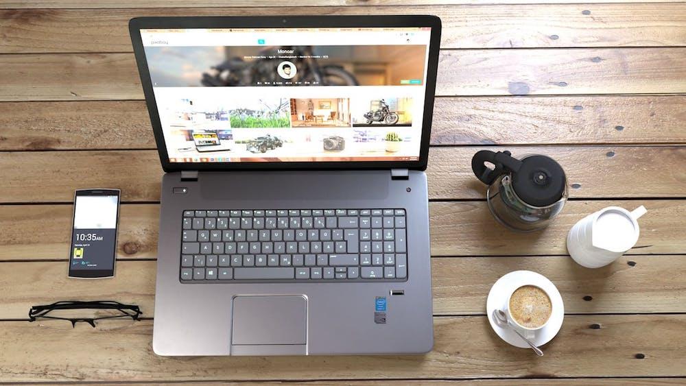 laptop som visar hemsida