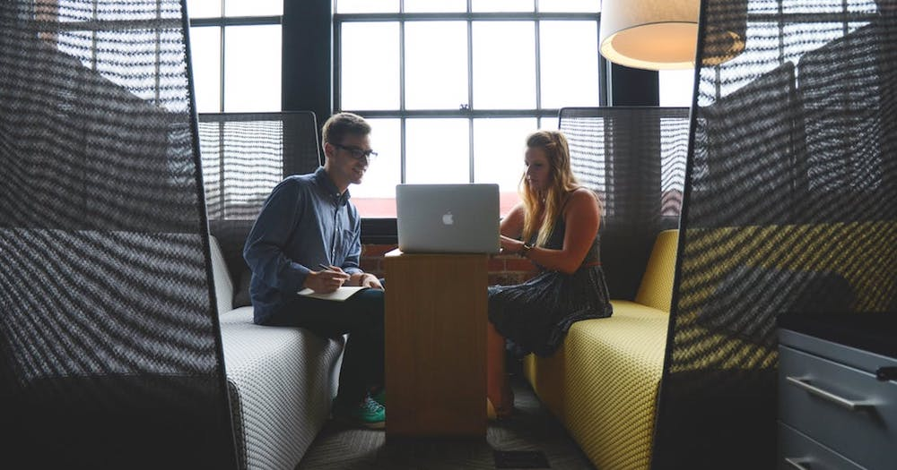 Kom igång med Office 365 och samarbeta lika bra som kollegorna på bilden.