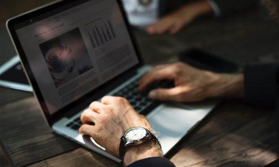 f29f5b06 Mer än hälften av svenskarna, 53 procent, handlar från en webshop så ofta  som varje månad. Nära nio av tio svenskar tycker dessutom att det är  viktigt att ...