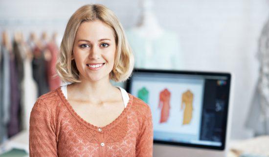 En småföretagare som satsar på digital marknadsföring för att få företaget att synas på webben.